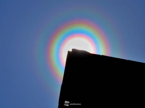 arcoíris em torno do sol